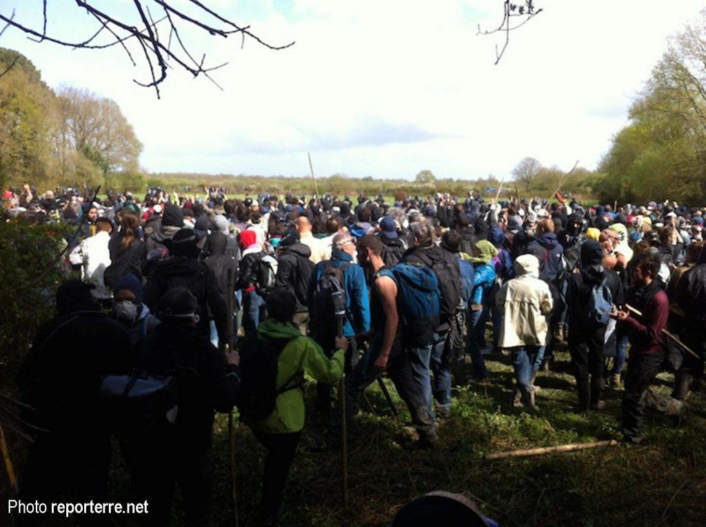 Les manifestants venus de Bellevue rejoignent les zadistes près du Gourbi