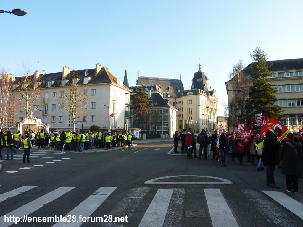 Chartres 14-12-2018 Manifestation CGT FO FSU Solidaires Gilets-Jaunes 01