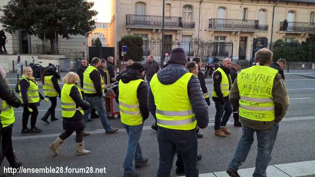 Chartres 14-12-2018 Manifestation CGT FO FSU Solidaires Gilets-Jaunes 14