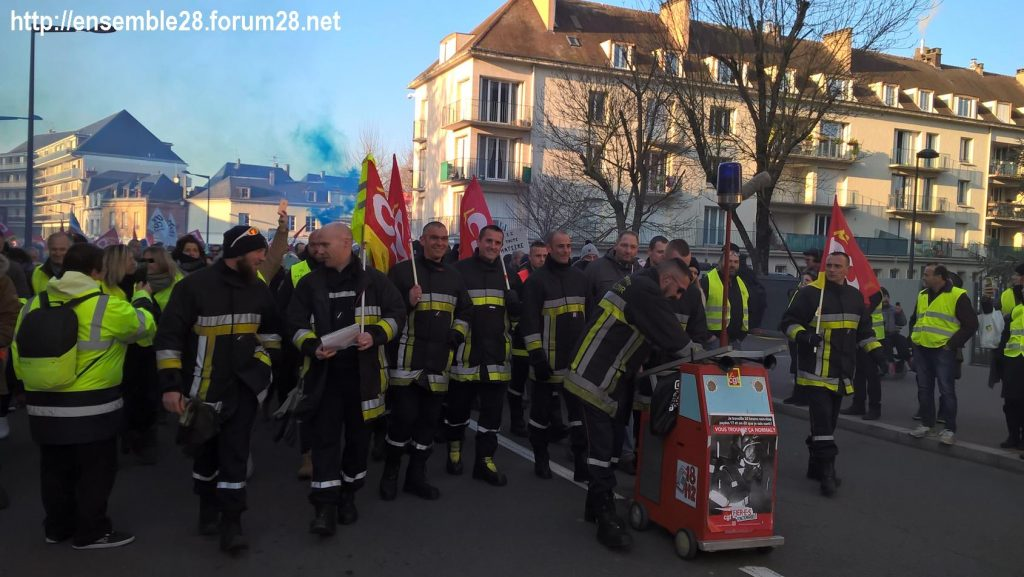 Chartres 14-12-2018 Manifestation CGT FO FSU Solidaires Gilets-Jaunes 16