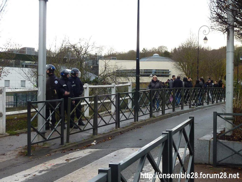 Dreux 07-12-2018 Manifestation Lycéens 03 Policiers à Rotrou