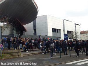 Dreux 07-12-2018 Manifestation Lycéens 04 Devant Branly
