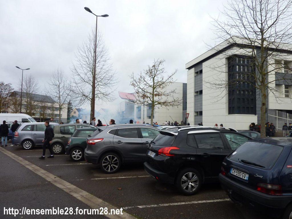 Dreux 07-12-2018 Manifestation Lycéens 07 Branly enfumé par les lacrymos