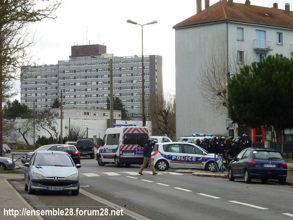 Dreux 07-12-2018 Manifestation Lycéens 10 Policiers anti-émeute