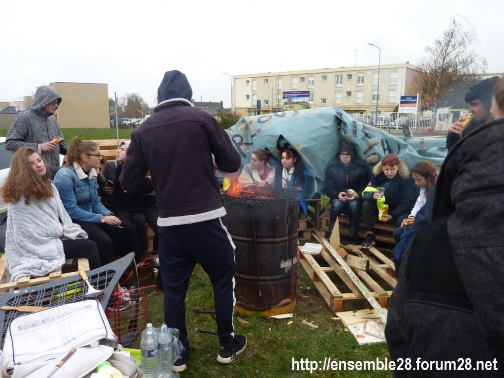 Chartres 07-12-2018 Manifestation Lycéens 13 Jehan-de-Beauce Barbecue