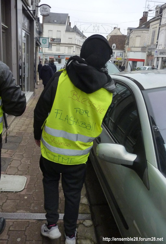 Kaïna blessée à Montpellier avec son gilet jaune