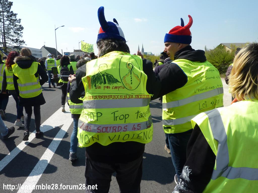 Chartres 13-04-2019 Manifestation régionale Gilets Jaunes Trop de taxes