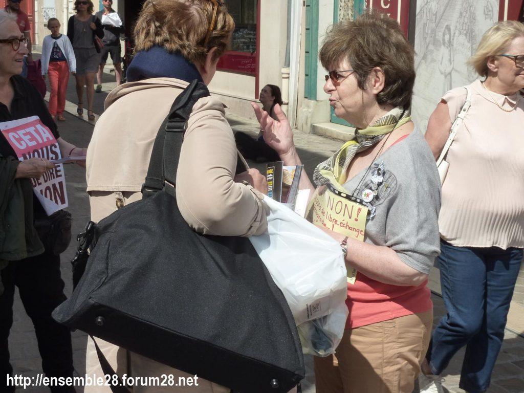 Chartres 13-07-2019 Tractage Stop-TAFTA28 contre le CETA 3