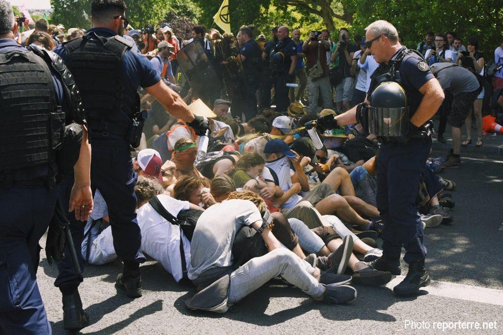 Paris 28-6-2019 Action Climat Extinction-Rebellion Pont Sully 1
