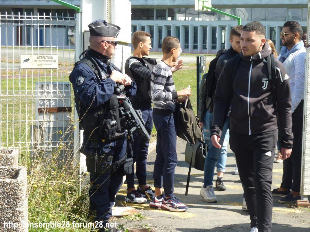 Nogent-le-Rotrou 06-09-2019 Lycée Rémi-Belleau Gilets-Jaunes Visite Blanquer 08