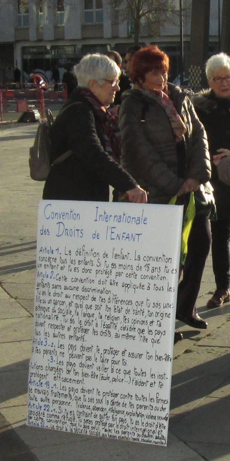 Chartres 20-11-2019 AERéSP Tractage Droits-de-l'Enfant 4