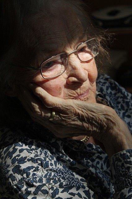 Retraitée âgée