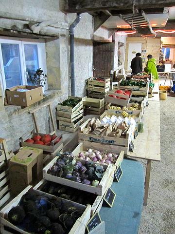 Distribution de légumes dans une Amap [WikimediaCommons, Pierre-Alain Dorange]