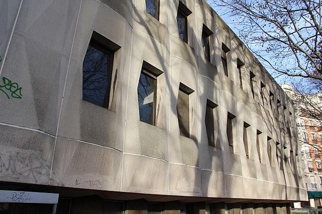 Immeuble de l'INSERM à Auteuil [Photo WikimediaCommons, Romero]