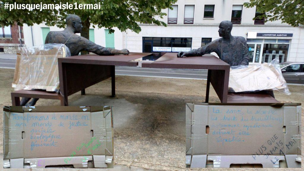 § Chartres Les Assis avec pancartes 1er mai 2020