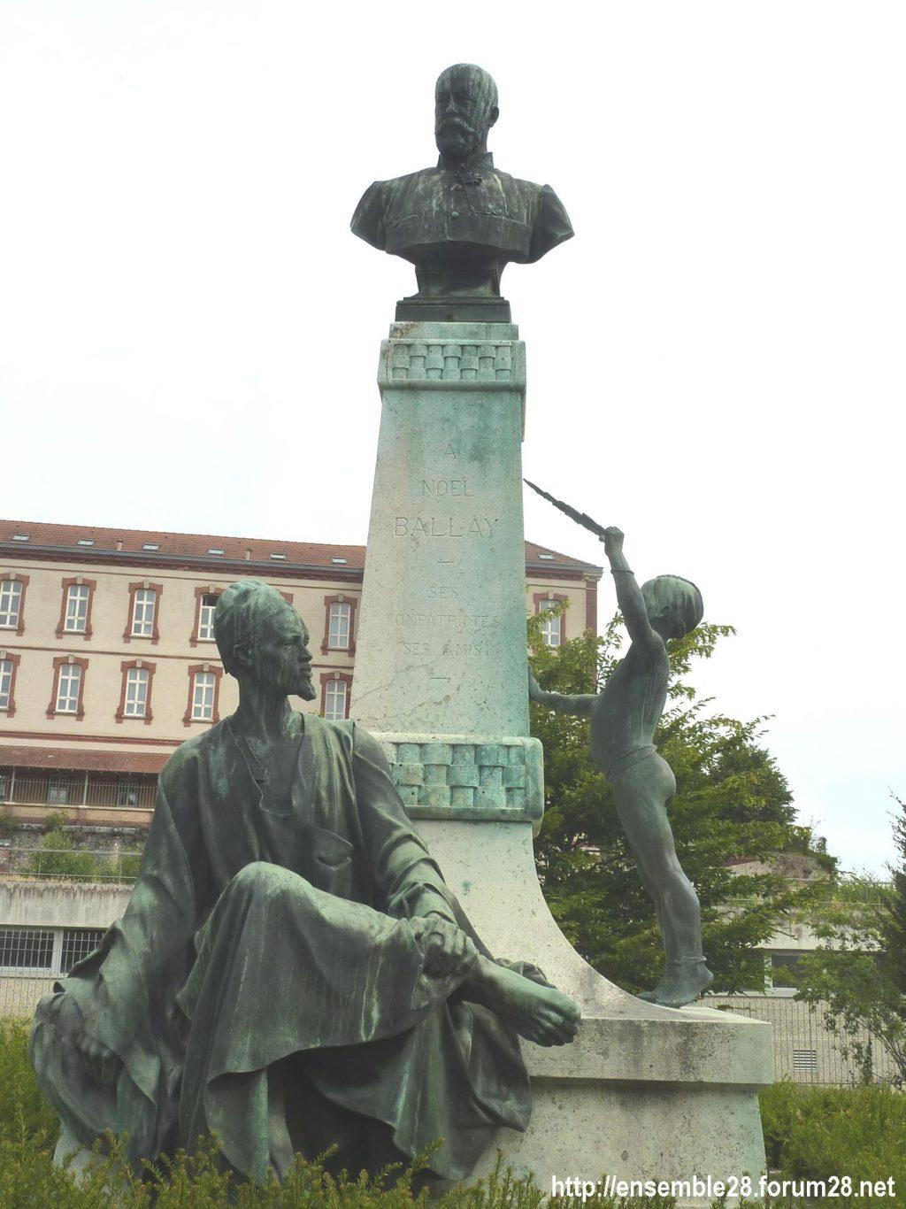 Chartres Monument Noël-Ballay