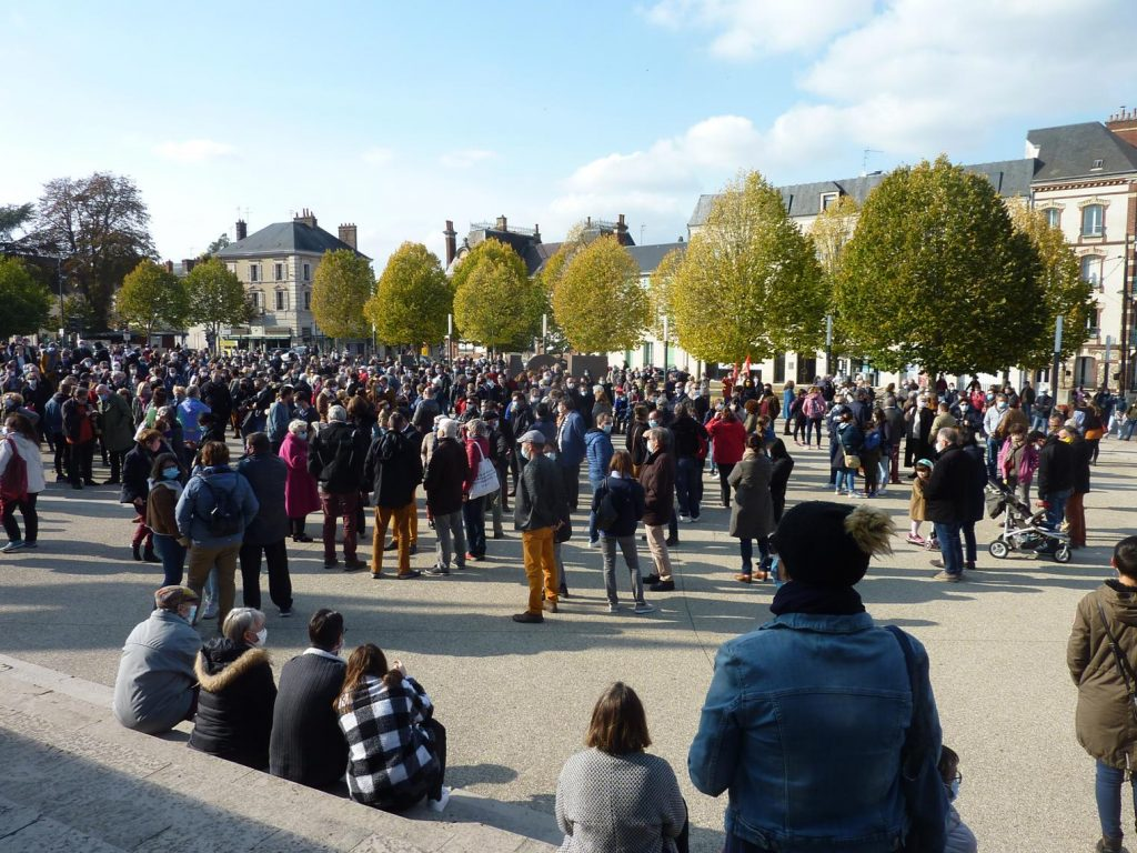 18-10-2020 Chartres Rassemblement Hommage Samuel Paty 00