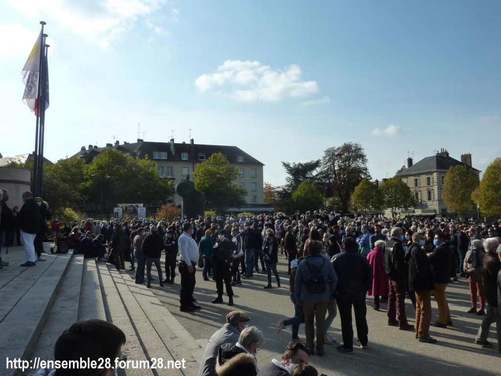 18-10-2020 Chartres Rassemblement Hommage Samuel Paty 02