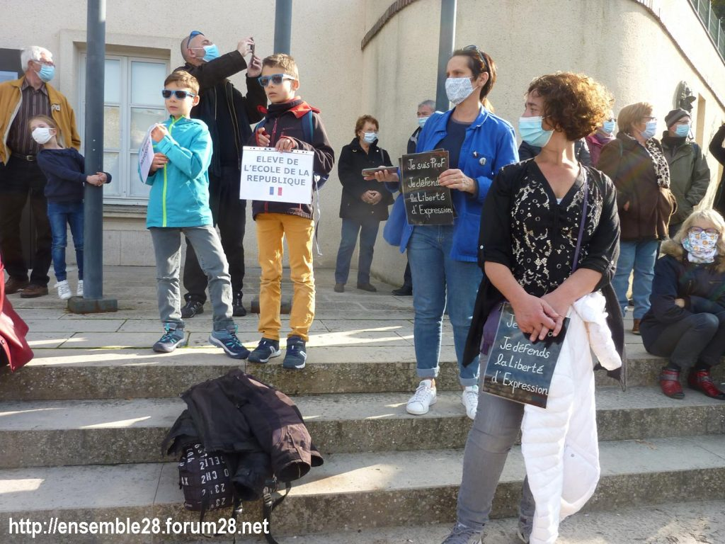 18-10-2020 Chartres Rassemblement Hommage Samuel Paty 06