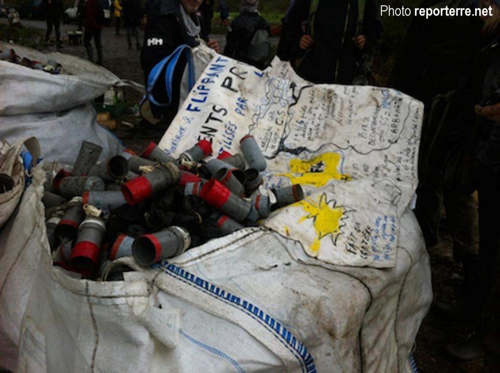 Grenades diverses, lacrymos, etc. récupérés par les zadistes