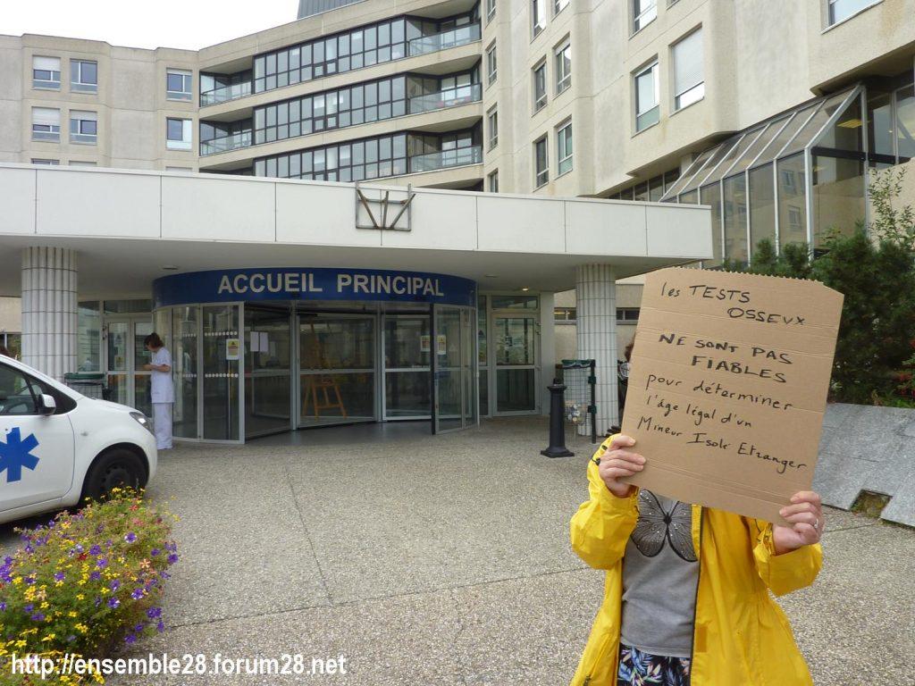 Chartres 06-09-2018 Hôpital Mineurs étrangers isolés Tests osseux Protestation CRSP28 Eure-et-Loir-Terre-d'Accueil 1