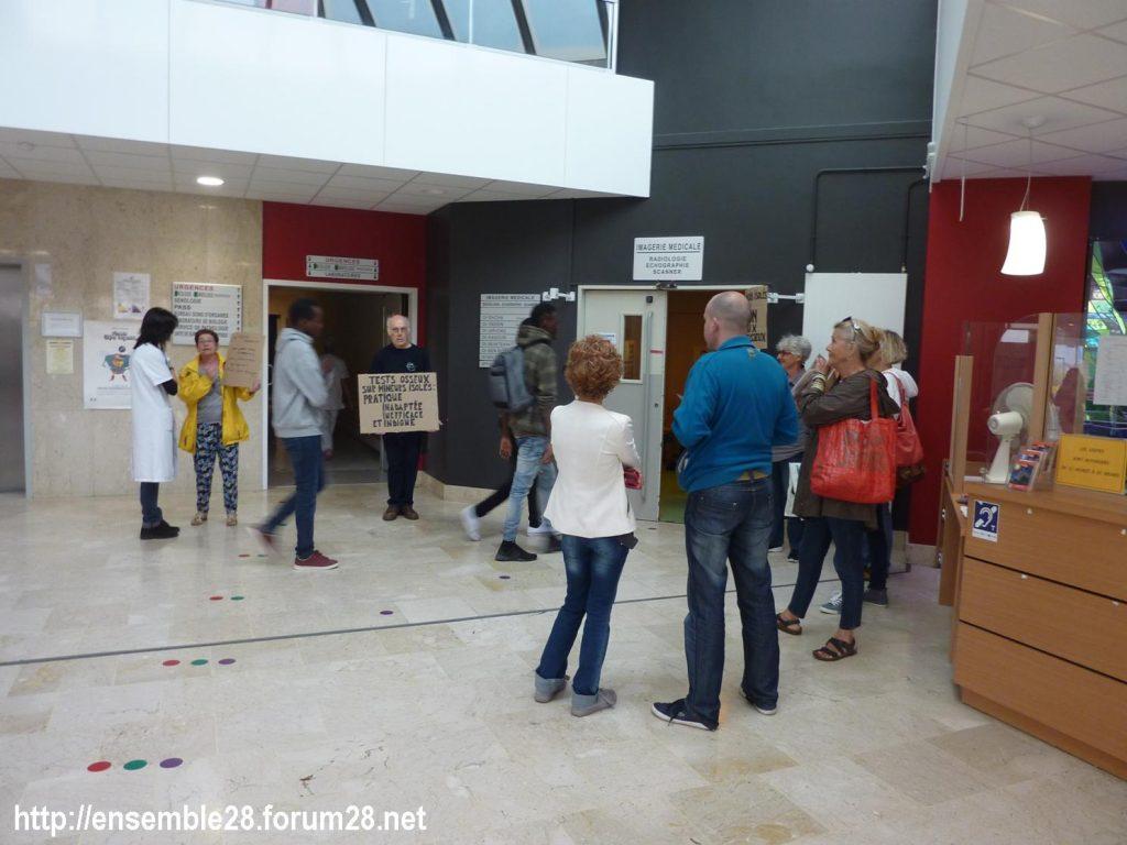 Chartres 06-09-2018 Hôpital Mineurs étrangers isolés Tests osseux Protestation CRSP28 Eure-et-Loir-Terre-d'Accueil 7