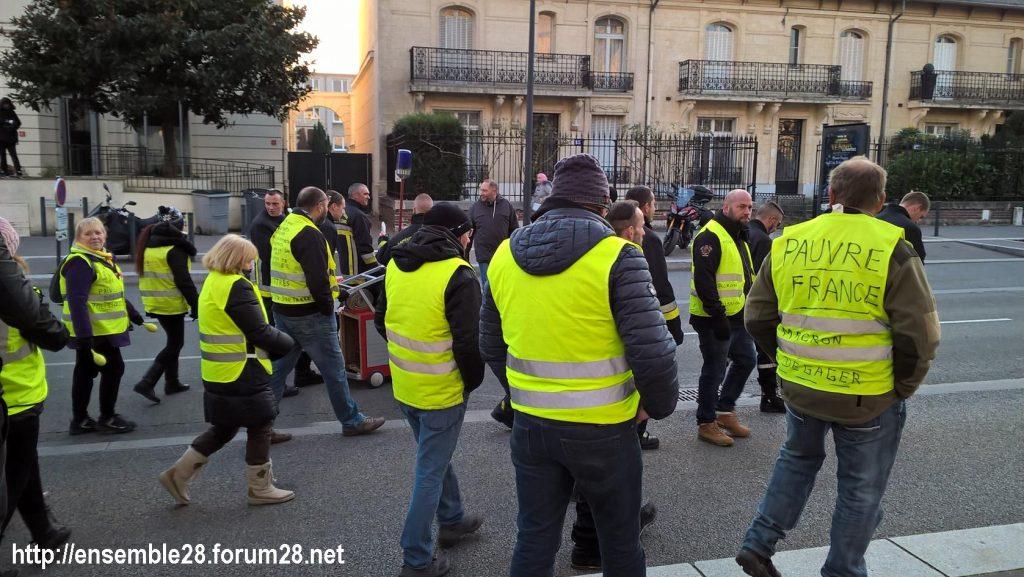 Chartres 14-12-2018 Manifestation CGT FO FSU Solidaires Gilets-Jaunes 14