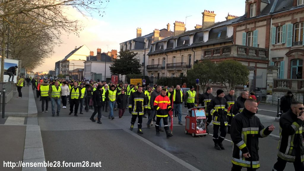 Chartres 14-12-2018 Manifestation CGT FO FSU Solidaires Gilets-Jaunes 15