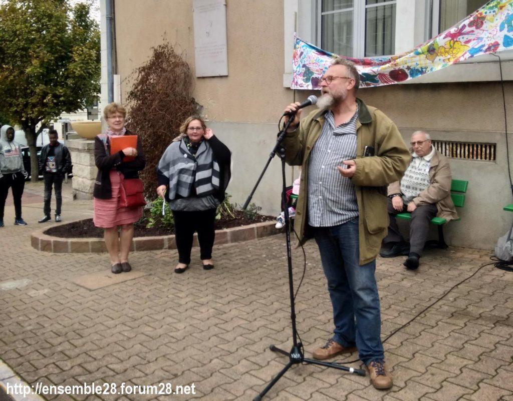 2019 10 17 Nogent-le-Rotrou Refus misère- Eric Bissier au micro- Claudine- j femme 3