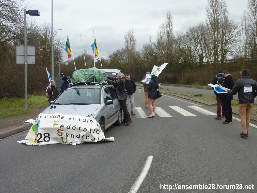 Chartres 14-01-2020 Manifestation Retraites Rond-point MEDEF 01