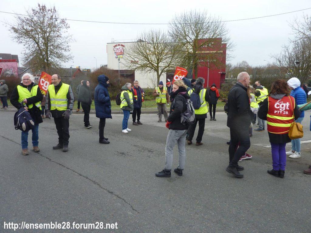 Chartres 14-01-2020 Manifestation Retraites Rond-point MEDEF 02
