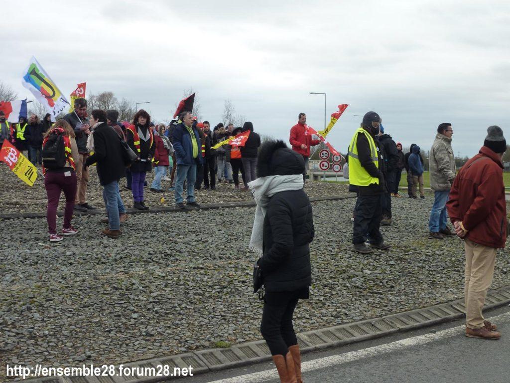 Chartres 14-01-2020 Manifestation Retraites Rond-point MEDEF 03
