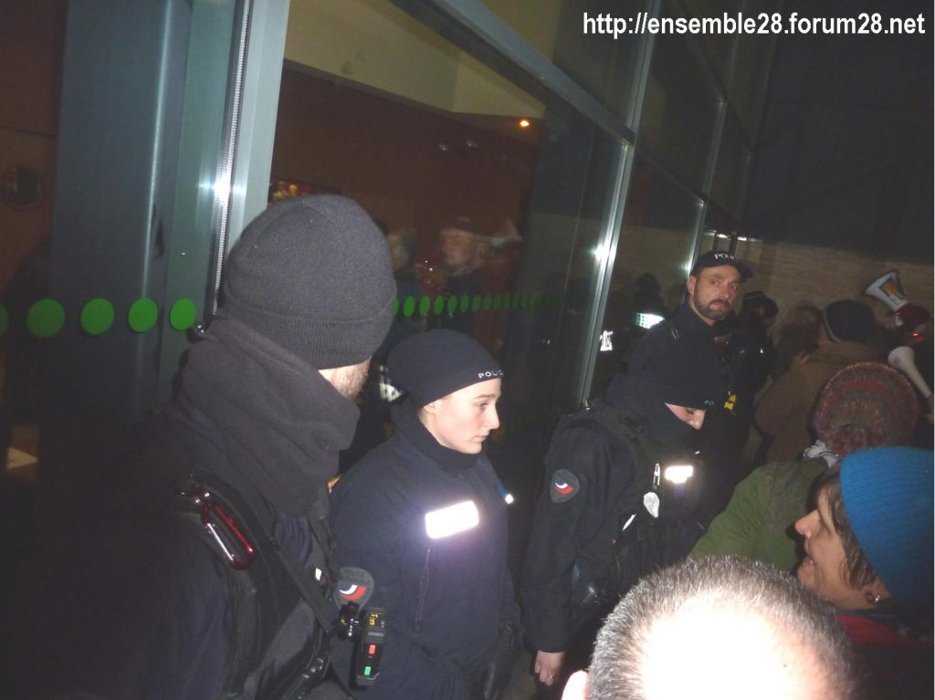 Luisant 09-01-2020 Voeux LREM Kasbarian Manifestants Retraites 06