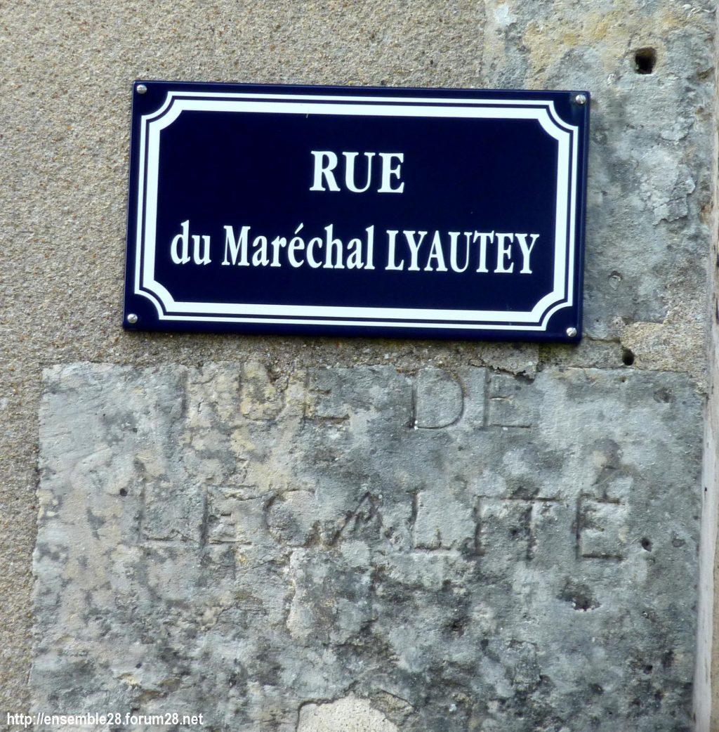 Châteaudun Rue Maréchal-Lyautey Égalité