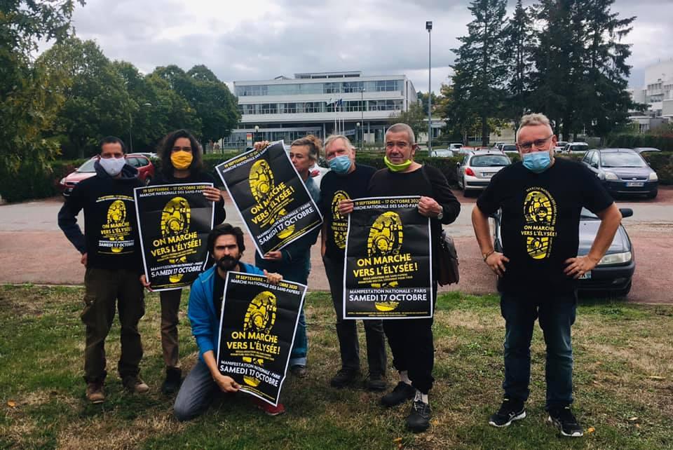 2020 10 07 Marche Sans-Papiers Nogent-le-Rotrou- équipe collage