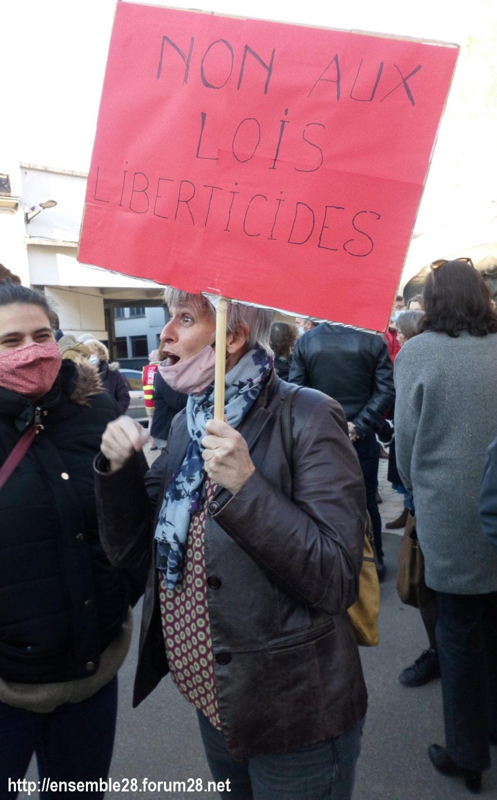 Chartres 28-11-2020 Rassemblement Loi Sécurité globale 03
