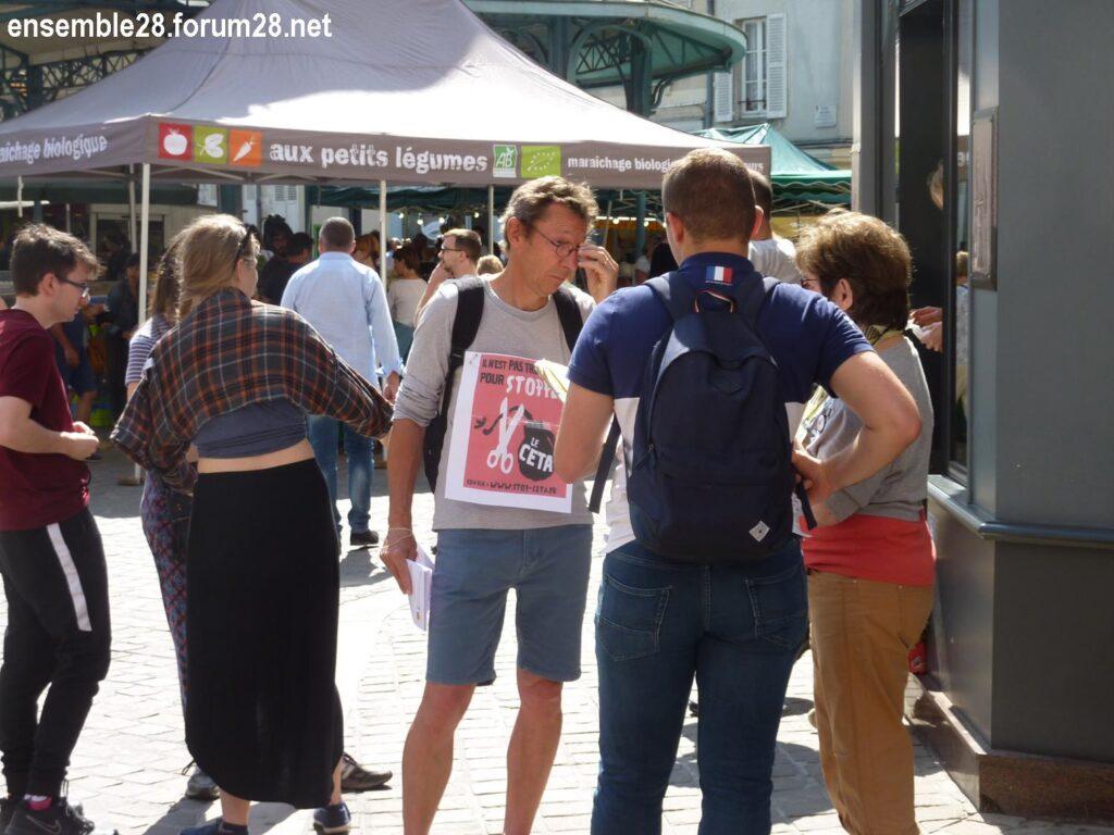 Militants Stop CETA devant le marché, place Billard, Chartres