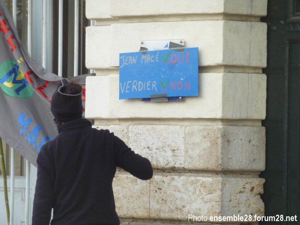 Châteaudun 20-02-2021 Manifestation Reconstruction École Jean-Macé