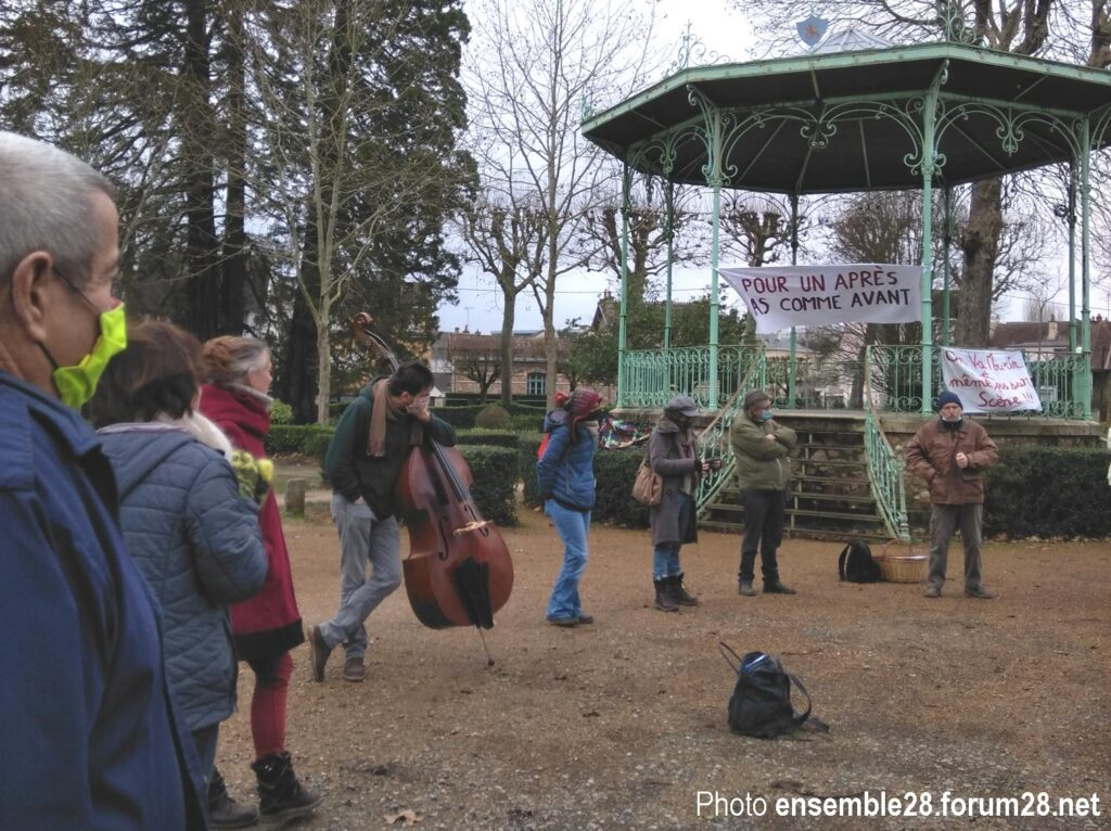Nogent-le-Rotrou 30-01-2021 Pour un Après pas comme Avant Acte 10 Un participant s'exprime devant le kiosque à musique
