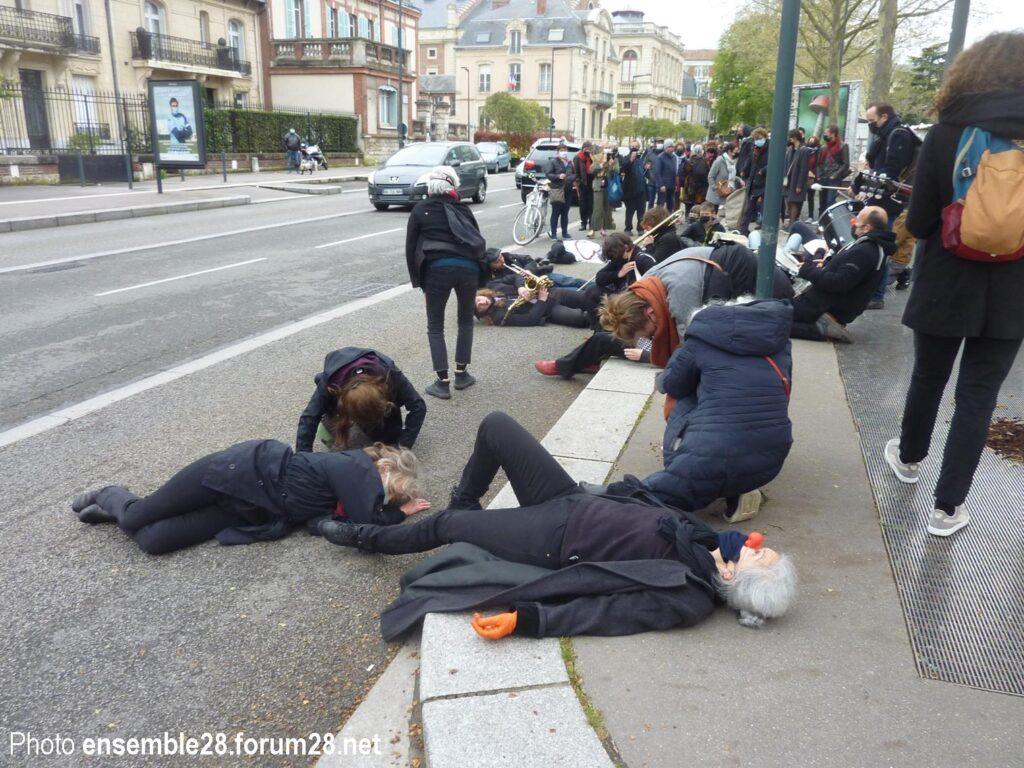 Chartres 10-04-2021 Action artistique et citoyenne Intermittents